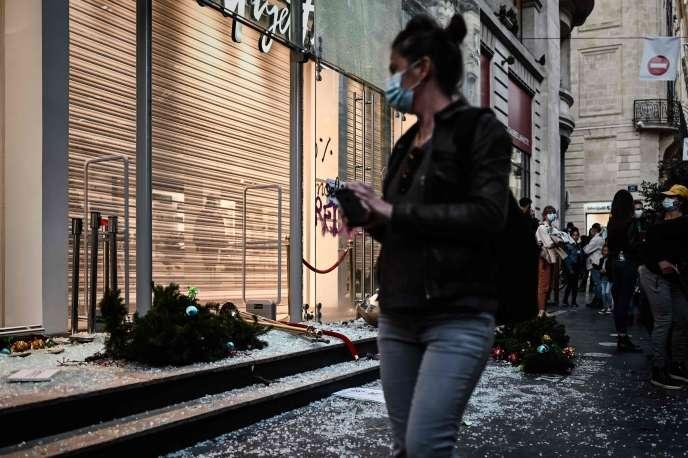 Lors de la manifestation contre la loi« sécurité globale», à Bordeaux, le 28 novembre.
