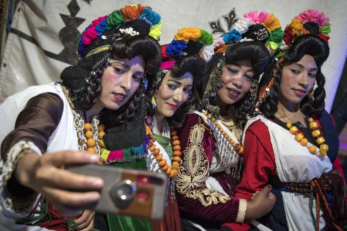 De jeunes femmes berbères lors du festival annuel Engagement Moussemdans les montagnes du Haut-Atlas, au Maroc, en septembre 2019.