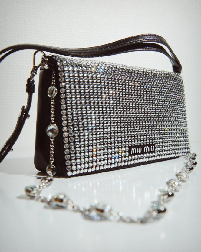 Sac Starlight, en cuir nappa et cristaux synthétiques, Miu Miu, 1700€.
