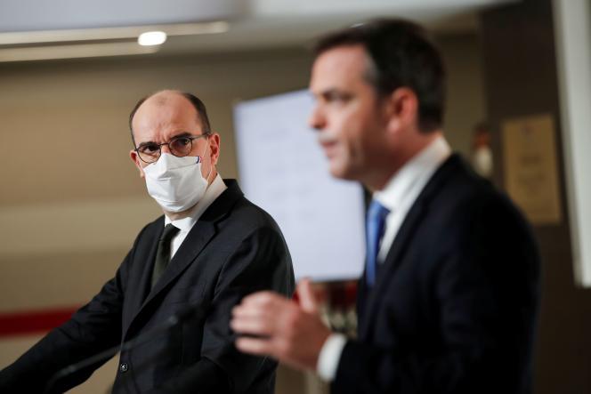 Le premier ministre, Jean Castex, et le ministre de la santé, Olivier Véran, lors d'une conférence de presse le 3 décembre à Paris.