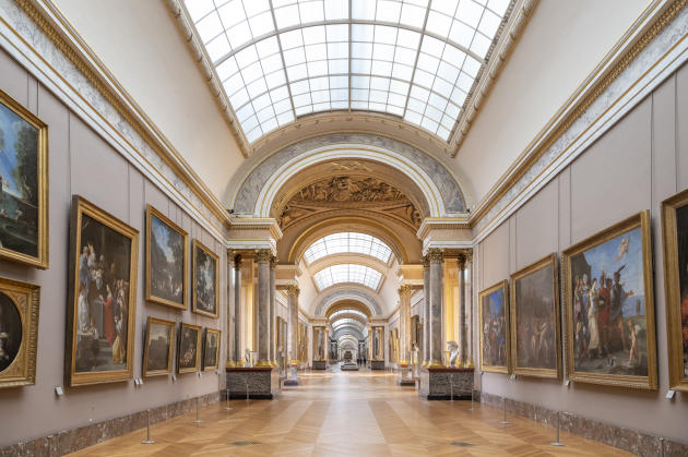 La Grande Galerie du Louvre, à Paris, le 25 novembre.