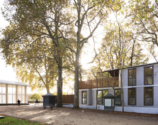 La crèche provisoire édifiée dans le jardin du Luxembourg, à Paris, pour accueillir les enfants d'une crèche du 6e arrondissement de Paris en travaux.