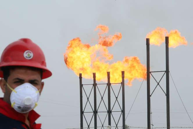 Sur le champ pétrolier de Nahr Bin Umar, en Irak, le 15 mars 2020.