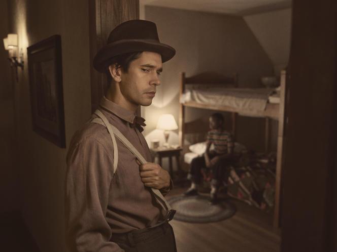Ben Whishaw (Rabbi Milligan) dans la saison 4 de la série«Fargo».