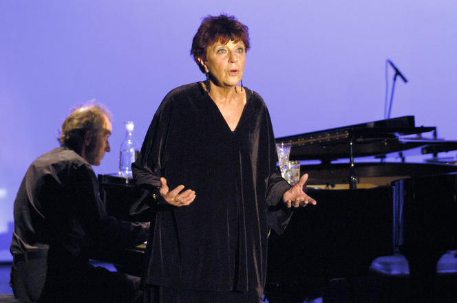 Anne Sylvestre,le 4 novembre 2003 à l'Auditorium Saint-Germain à Paris.