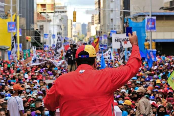 Nicolas Maduro en meeting le 3 décembre à Caracas, avant les élections législatives du week-end. Photo fournie par la présidence.