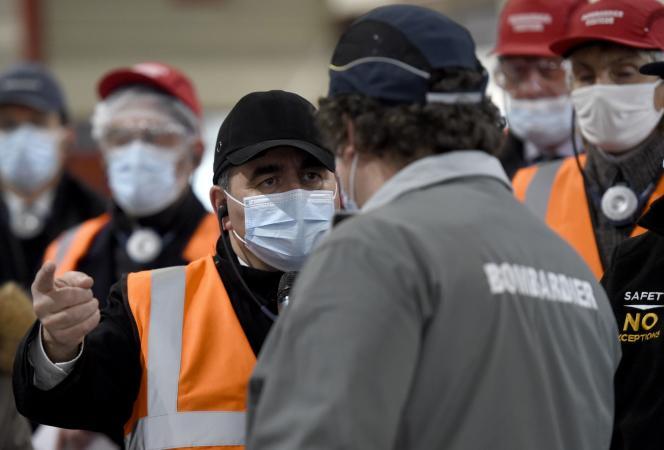 Xavier Bertrand, le président des Hauts-de-France, en visite dans l'usine Bombardier de Crespin, le 4 décembre 2020.