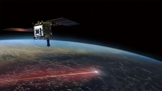 Vue d'artiste de la sonde Hayabusa-2 survolant la Terre le 5 décembre 2020 tandis que la capsule contenant les échantillons de l'astéroïde Ryugu rentre dans l'atmosphère terrestre, laissant derrière elle une traînée brillante.