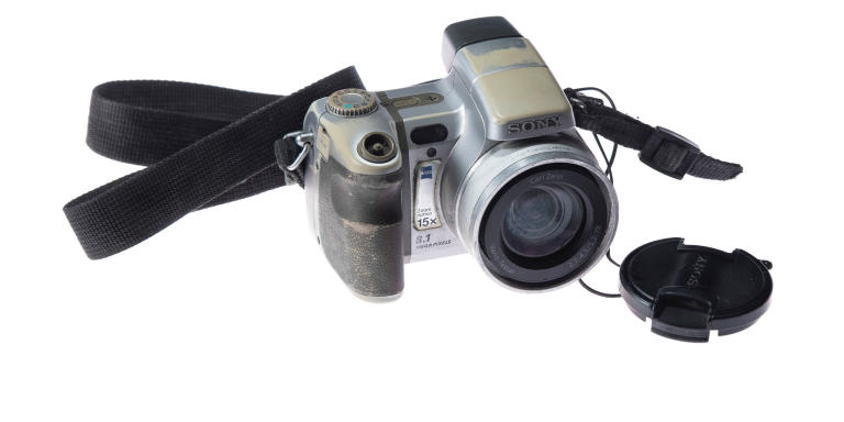 A worn-out Sony camera with which Guillermo Luna worked for the VeracruzNews and El Regional newspaper until the day of his murder. His body was located on May 03, 2012 in black bags immersed in a drain from Boca del Rio, Veracruz, along with his uncle Gabriel Huge and two other media workers after being kidnapped.