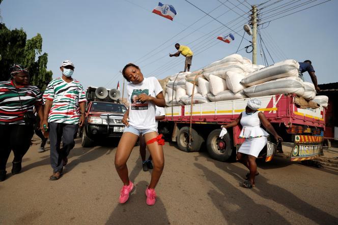 Des partisans du Congrès national démocratique, parti de l'opposition, rassemblés en amont des élections générales,à Accra, au Ghana, le 21 novembre.