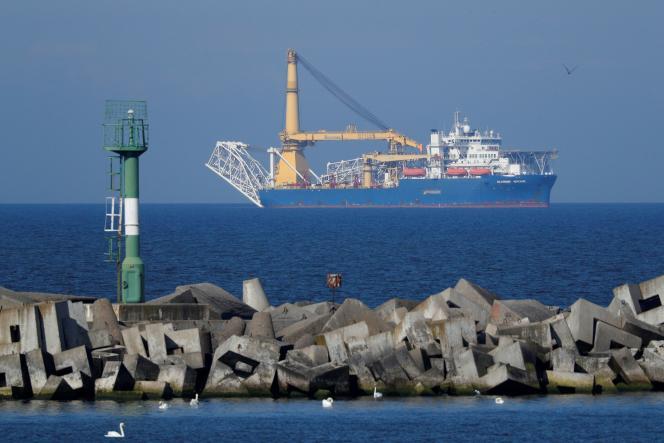 Le navire russe «Akademik Tscherski», spécialisé dans l'installation de pipelines, près du port deBaltiisk, en Russie, le 3 mai.