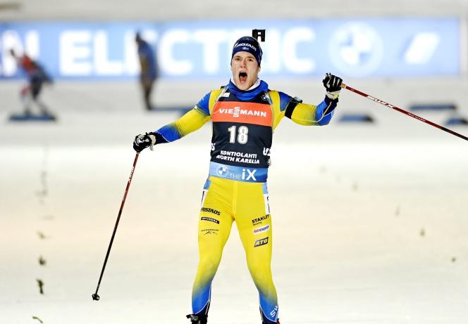 Sebastian Samuelsson franchit la ligne d'arrivée à la première place samedi 5 décembre.