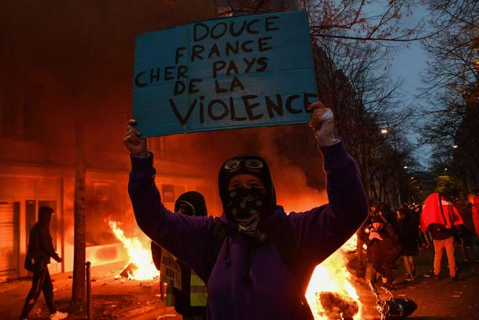 Demonstration against Article 24 of the Global Security Code, December 5 in Paris.