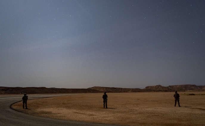 Des soldats américains près d'une base dont la localisation est gardée secrète, en Somalie, le 10 juillet. Image diffusée par l'armée américaine.
