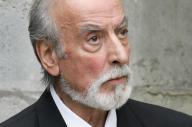 Robert Castel, le 15 juillet 2004, lors des obsèques de Jean Lefèbvre à Saint-Nom-La-Bretêche.