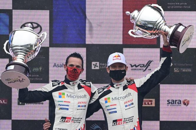 Sebastien Ogier (à droite) et son copilote Julien Ingrassia, sacrés champions du monde de rallye WRC, à Monza (Italie), dimanche 6 décembre.