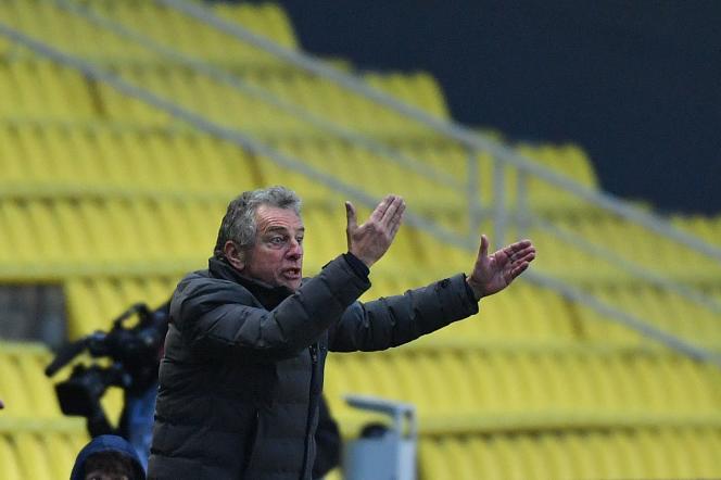 L'entraîneur de Nantes Christian Gourcuff est menacé après la défaite contre Strasbourg.