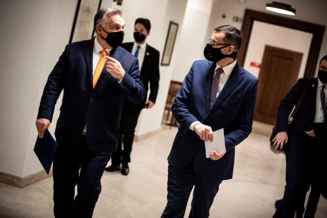 Le premier ministre hongrois, Viktor Orban, et son homologue polonais, Mateusz Morawiecki, à Budapest, le 26 novembre 2020.