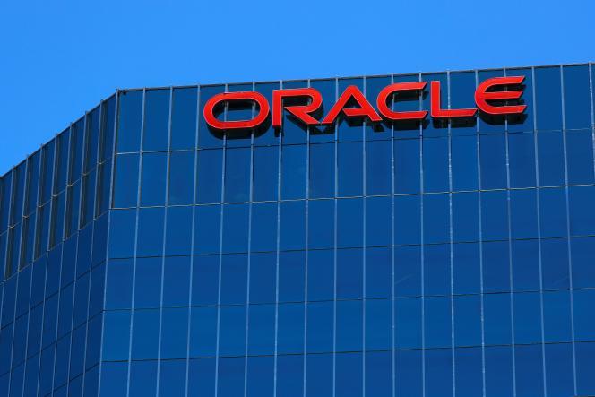 Le logo d'Oracle à Irvine (Californie), en 2018.