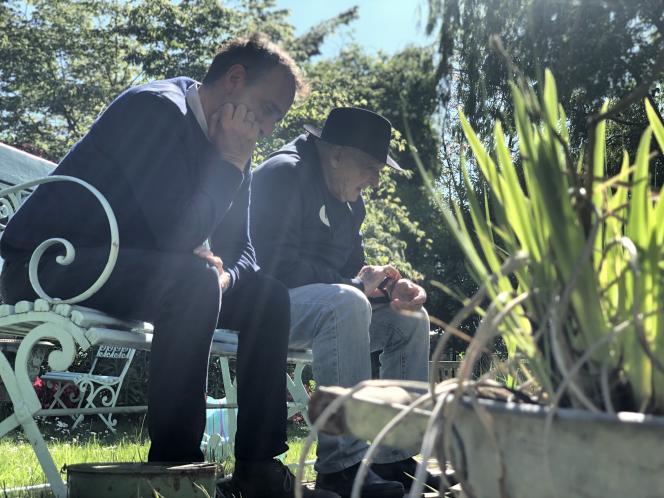 Elie Semoun et son père dans le documentaire« Mon vieux», de Marjory Déjardin et Elie Semoun.