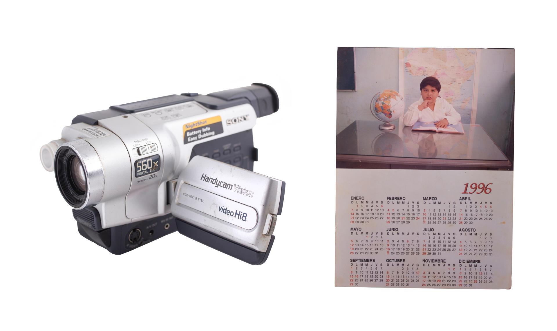 La caméra de «Milo Vera» et un calendrier scolaire où apparait Misael, son fils.