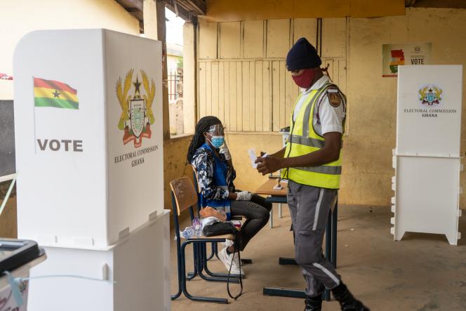 Un bureau de vote d'Ayawaso, à Accra, lors des élections générales du 7 décembre 2020.
