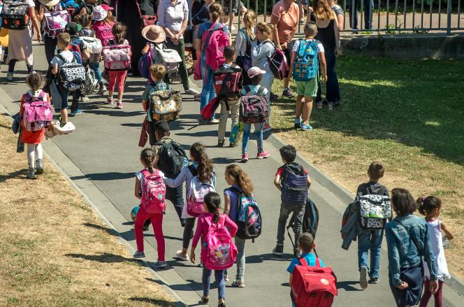 Sortie d'école primaire à Tourcoing, en 2017.