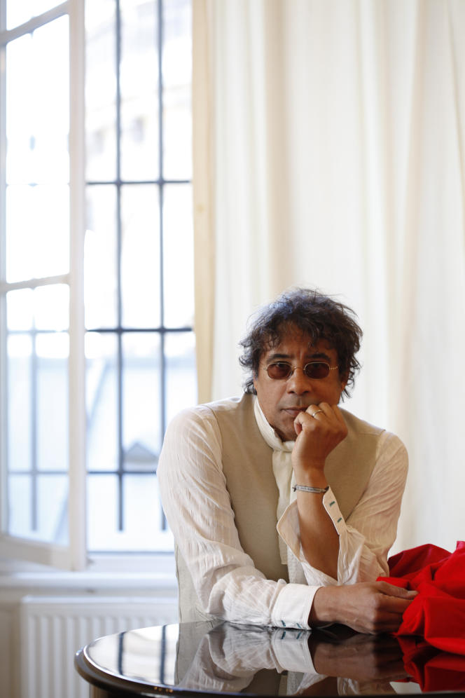 Laurent Voulzy dans la salle de musique de l'église Saint-Eustache à Paris, vers 2011.