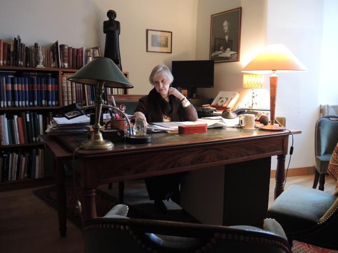 Béatrice André Salvini, directrice du département des antiquités orientales, conservateur général du patrimoine, à son bureau du Louvre en 2013.