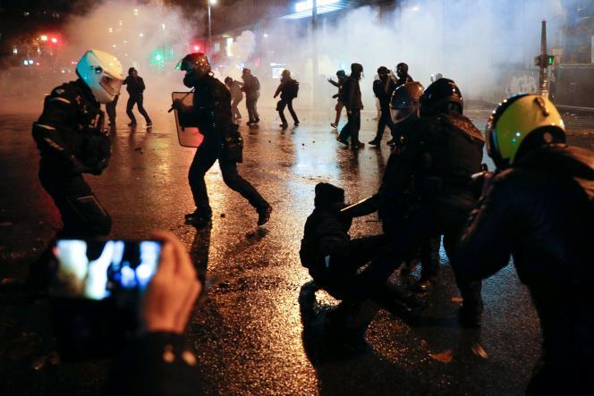 Lors de la manifestation contre le projet de loi «sécurité globale», à Paris, le 5 décembre.
