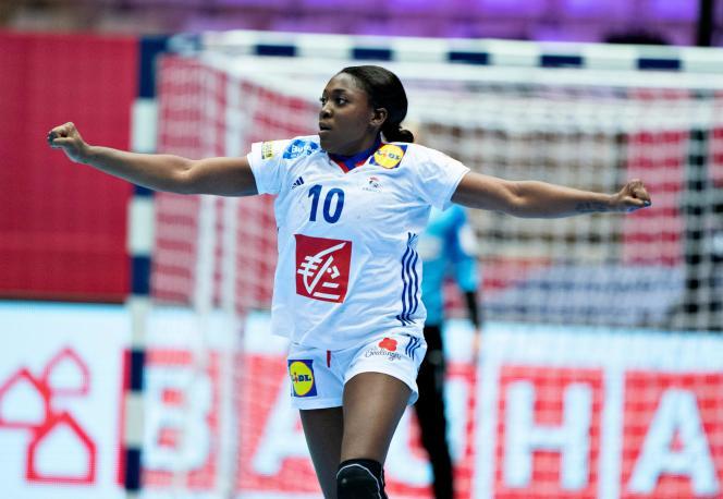 La meneuse des Bleues, Grâce Zaadi, a débloqué le compteur de l'équipe de France face au Danemark, le 8décembre, après quatre-vingt-quatorze secondes de jeu.