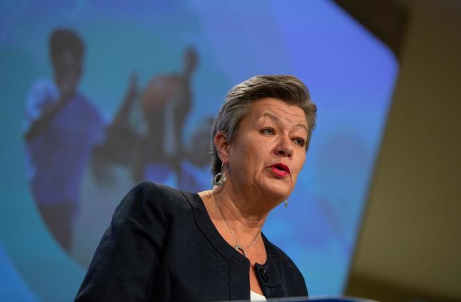 La commissaire européenne aux affaires intérieures, Ylva Johansson,lors d'une conférence de presse au siège de l'Union européenne, à Bruxelles, le 24 novembre.