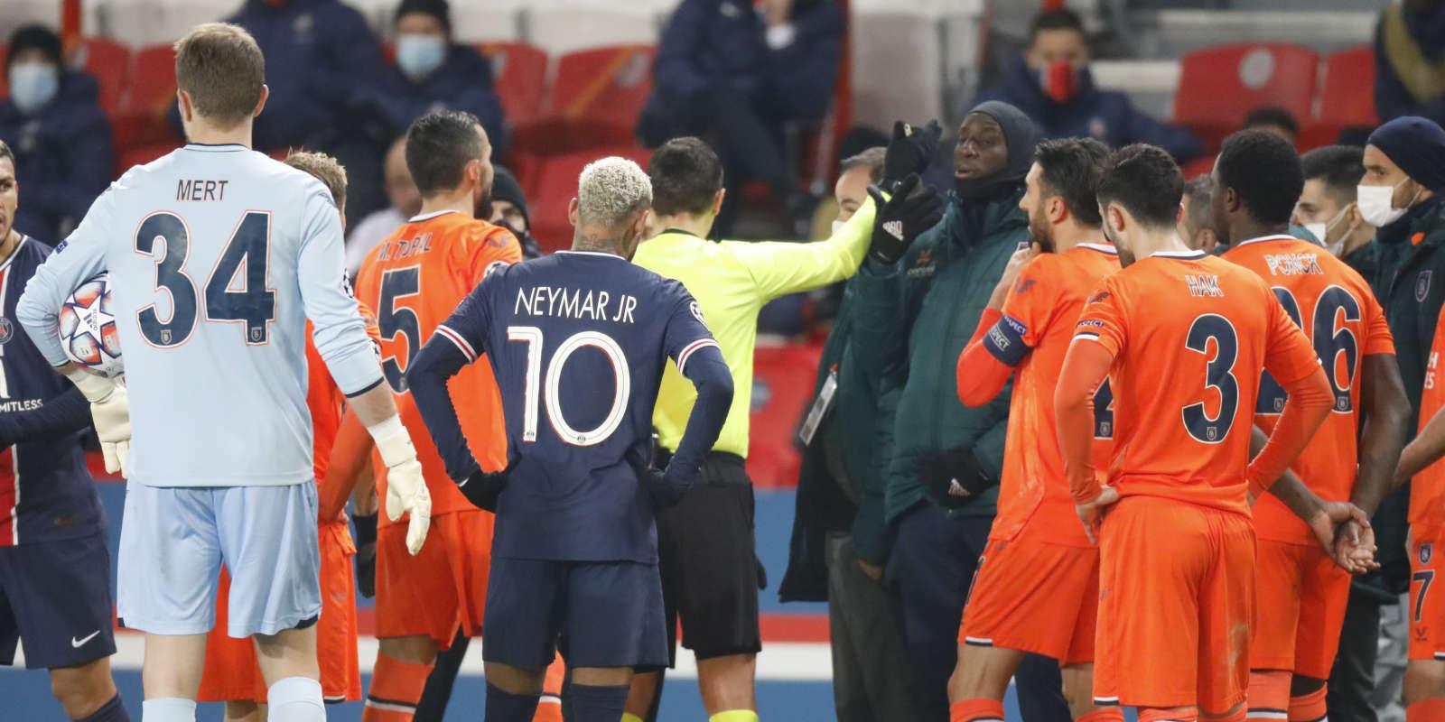 La partie a été interrompue après que l'entraîneur adjoint stambouliote, Pierre Webo, a été expulsé, en dénonçant une insulte raciste de la part du quatrième arbitre.