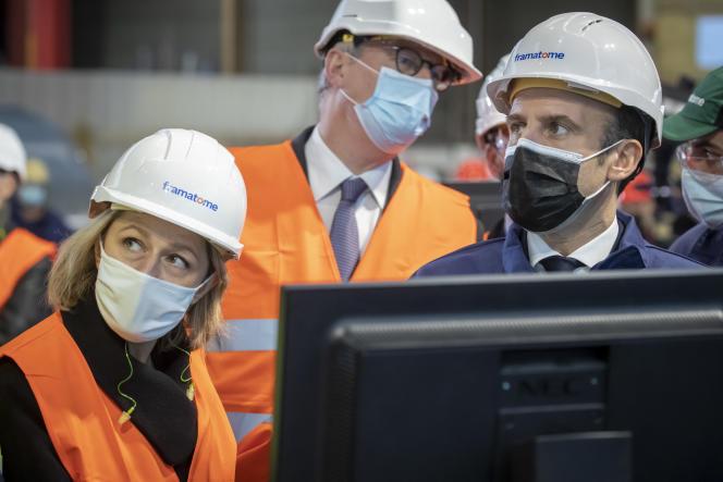 Barbara Pompiliet Emmanuel Macron en visite à l'usine Framatome du Creusot (Saône-et-Loire), le 8 décembre.