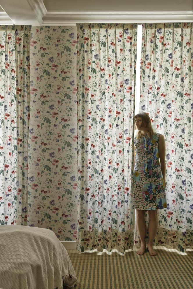 «Bad Camouflage» (2016), d'Elina Brotherus, extrait de la série «Meaningless Work». Tirage pigmentaire sur papier Museo Silver Rag 100 x 66 cm, encadré.