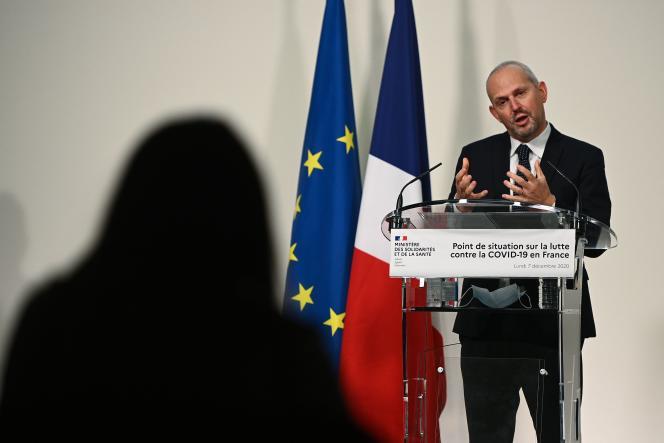 Le directeur général de la santé, Jérôme Salomon, lors d'une conférence de presse au ministère de la santé à Paris, le 7 décembre.