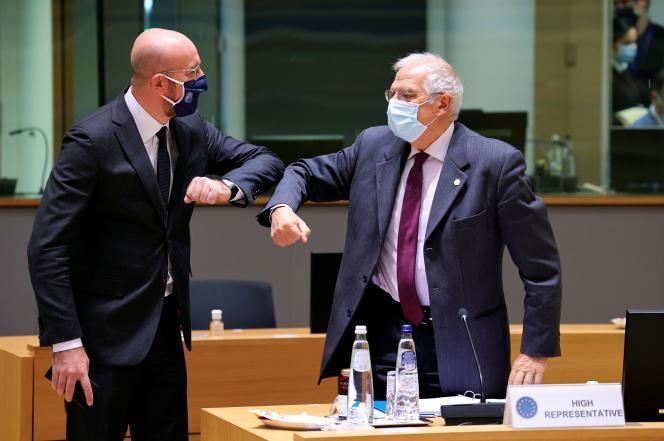 Le président du Conseil, Charles Michel, et le haut représentant pour la politique étrangère de l'UE, Josep Borrell, à Bruxelles, le 10 décembre.