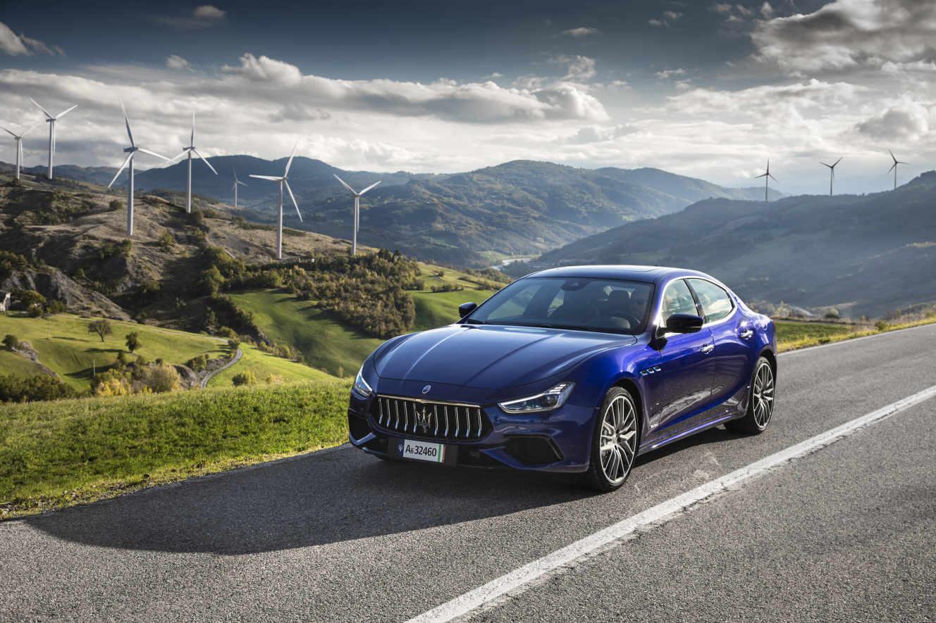 La voiture de luxe n'a pas encore la foi électrique