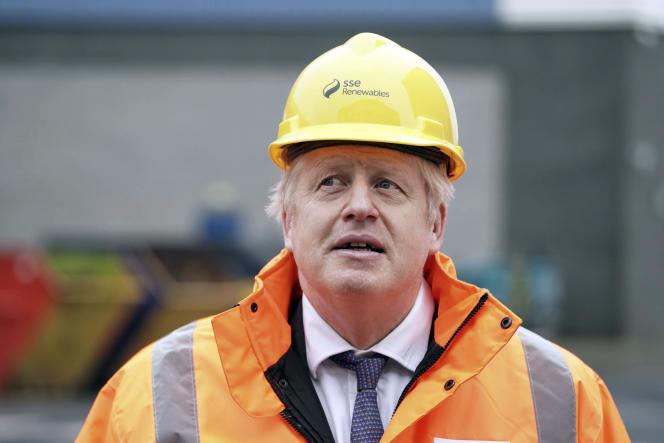 Boris Johnson lors d'une visite dans un centre national d'énergie renouvelable àBlyth (Royaume-Uni), le 11 décembre.