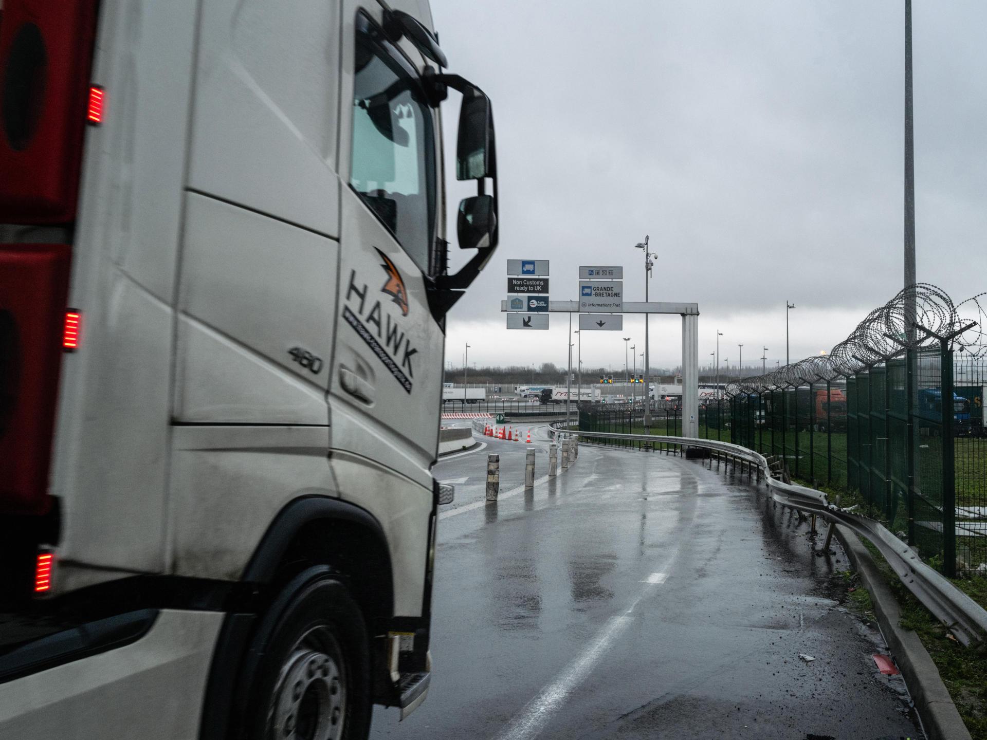 Depuis début novembre, des kilomètres de bouchons sont enregistrés à l'entrée du tunnel sous la Manche et du port de Calais.