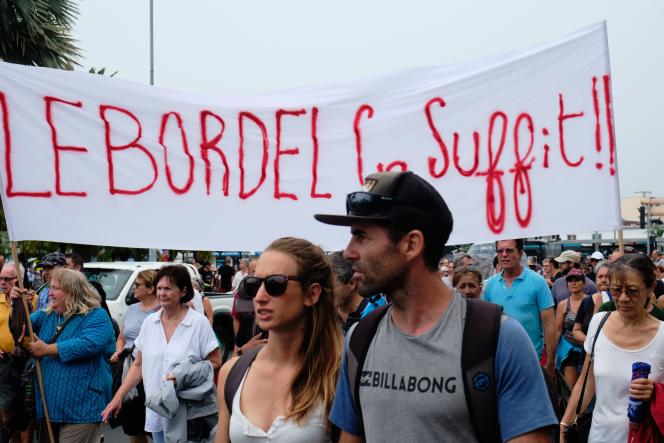 Manifestation samedi 12 décembre à Nouméa, appelant au retour au calme après la multiplication d'actions violentes ou de barrages contre la reprise de l'usine de nickel.