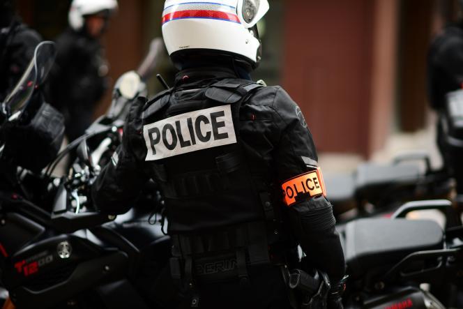 Le syndicat Alliance réclame notamment, en préalable, une «peine minimale incompressible pour les agresseurs de policiers», le «floutage» des policiers filmés et des «mesures sociales» dont la gratuité des transports.