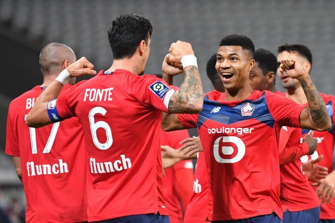 Le défenseur lillois José Fonte (numéro 6) célèbre le but de la victoire face à Bordeaux, dimanche 13 décembre (2-1) et donne provisoirement la première place du classement à son club.