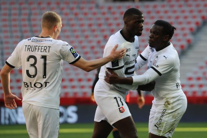Le Rennais Mbaye Niang (au centre) a ouvert son compteur but cette saison en Ligue 1 face à Nice.