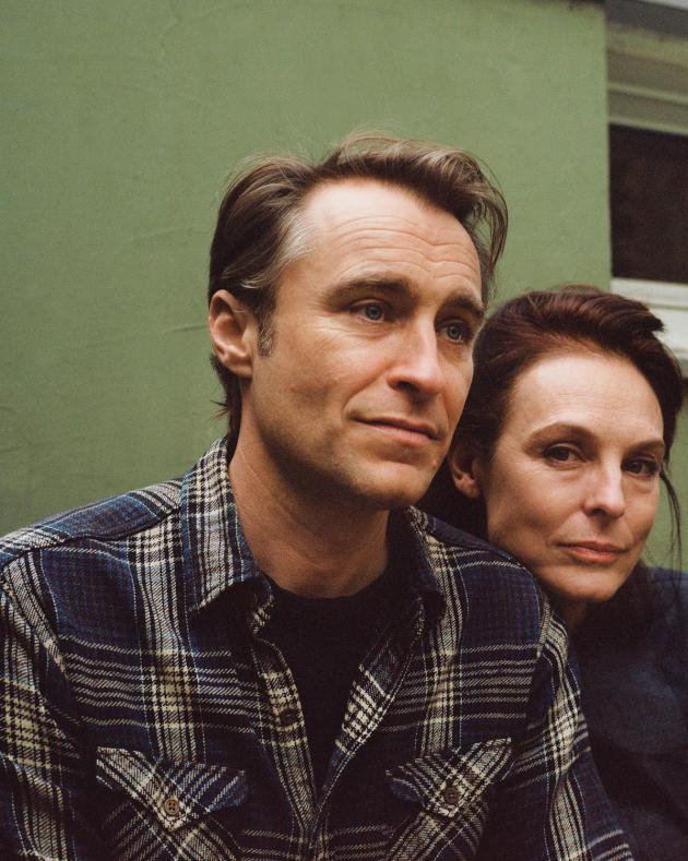 L'écrivain Spencer Matheson et son épouse, Sabine, à leur domicile parisien, le 5décembre.
