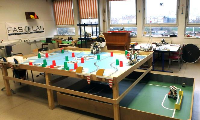 Le fab lab de la cité scolaire Paul-Valéry, à Paris, le 12 décembre.