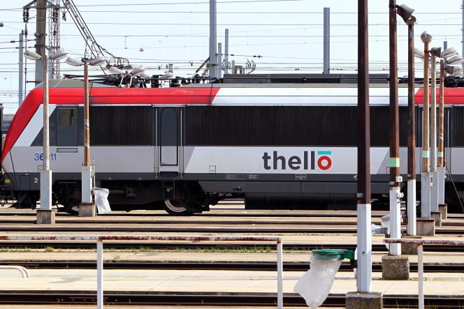 Un train italien Thello à la gare de triage de Villeneuve-Saint-Georges (Val-de-Marne), le 22 mars 2012.