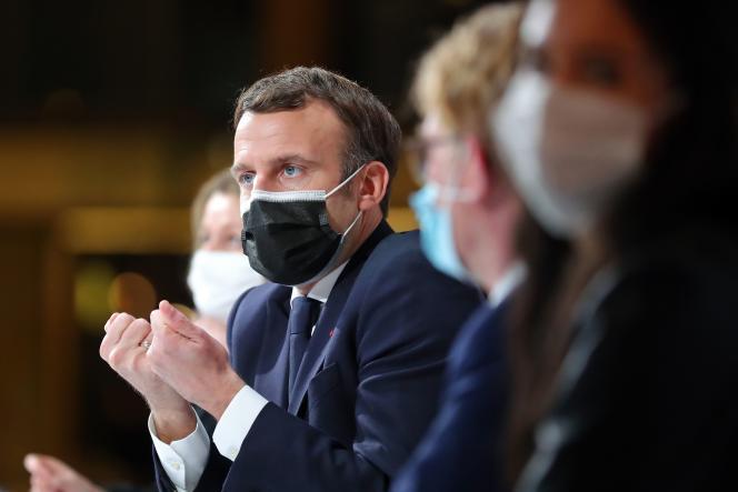 Emmanuel Macron lors de sa rencontre avec les membres de la Convention citoyenne pour le climat, à Paris, le 14 décembre.