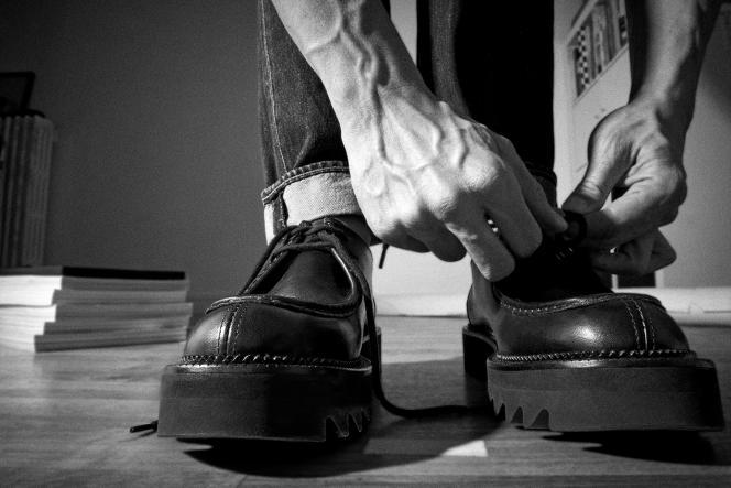 Derbys en cuir boxet semelles en EVA, AMI Alexandre Mattiussi, 395 €. amiparis.com