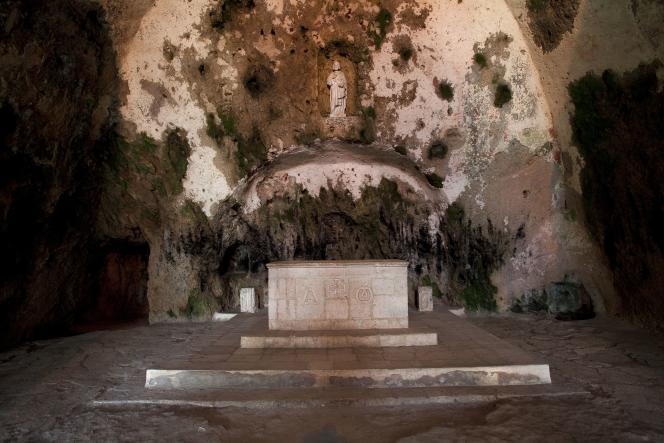 Autel de Saint-Pierre d'Antioche, l'une des plus anciennes églises, à Antakya (Turquie).